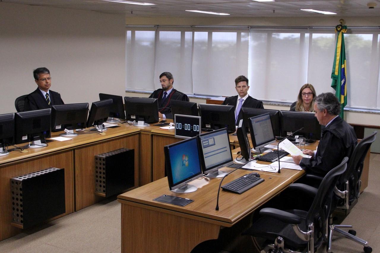 Em decisão unânime, tribunal condena Lula em segunda instância