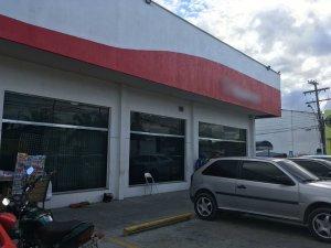 Empresário é baleado em frente a agência bancária em Manaus