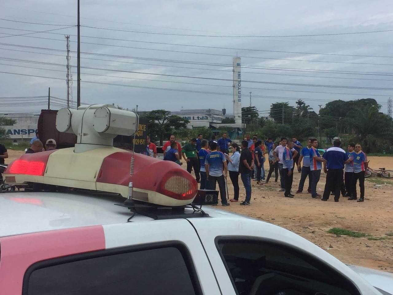 Motoristas do transporte especial fazem protesto em Manaus