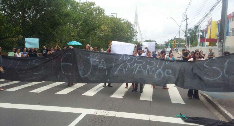 Professores realizam manifestações em várias zonas de Manaus