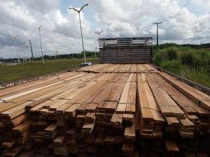 Apreensão de madeira ilegal na Ponte Rio Negro -AM