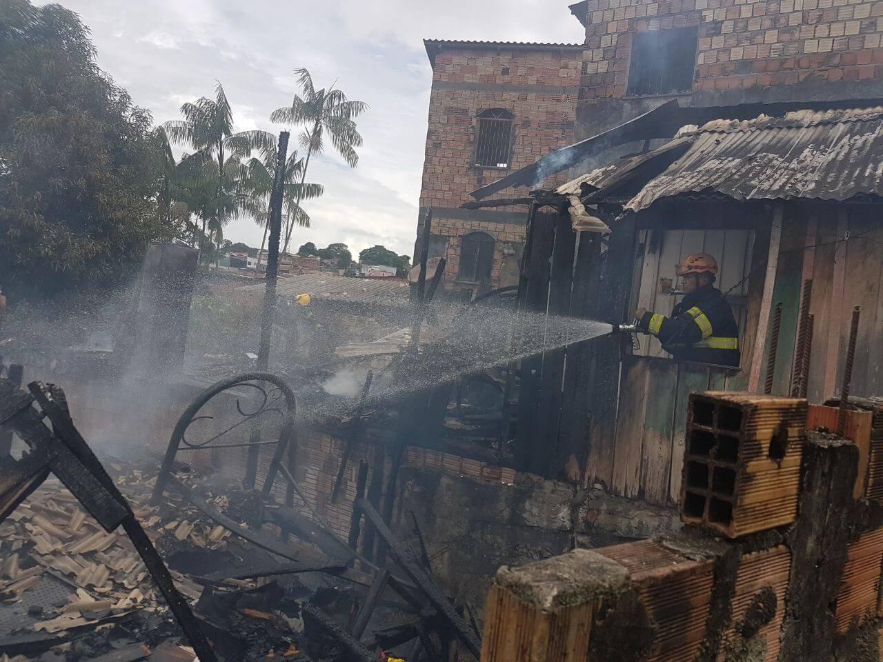 Incêndio atinge várias casas no Coroado