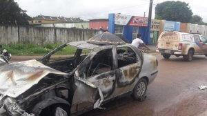 Três pessoas ficam feridas em acidente entre carro e motos em Itacoatiara, no AM