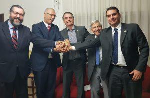 Bolsonaro recebe o embaixador de Israel na Granja do Torto