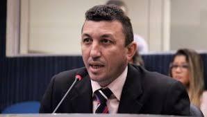 Vereador Sassá desmaia durante discurso na Câmara Municipal