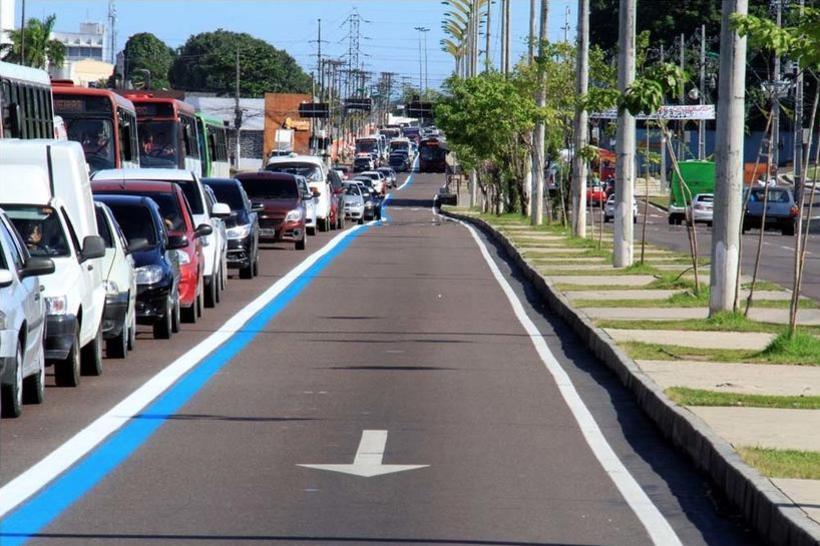 Faixa Azul volta a ser exclusiva para ônibus e veículos autorizados em Manaus