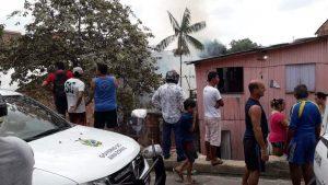 Incêndio atinge residências no bairro Alvorada 2 nesta segunda-feira (26)