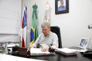 Prefeito Arthur Virgílio formaliza a Temer pedido de apoio às vítimas do incêndio em Manaus