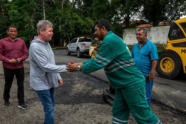 Prefeito retoma atividades externas e fiscaliza obras no Tarumã