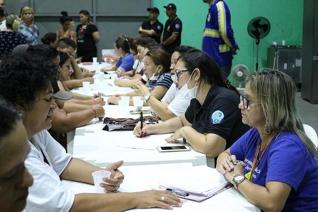 Força-tarefa da Prefeitura de Manaus presta atendimento às vítimas de incêndio no Educandos