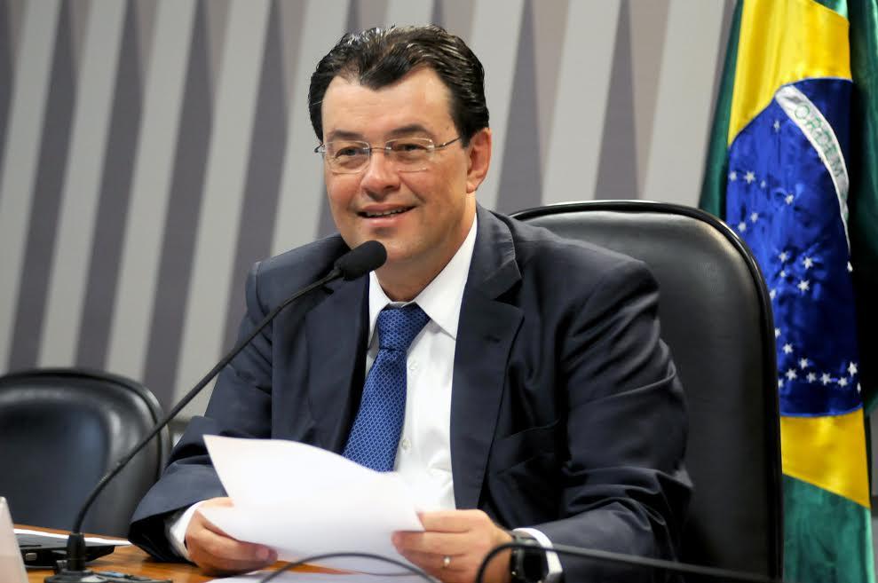Estadão diz que Eduardo Braga é uma das apostas do MDB para presidência do Senado