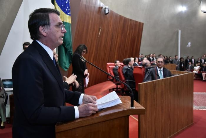 """Bolsonaro é diplomado e prega ruptura com a velha política: """"Não mais a corrupção"""""""