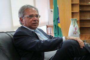 """""""Trabalhamos a mil para focar Petrobras na extração de petróleo"""", diz Paulo Guedes"""
