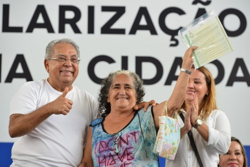 Gestão de Amazonino aumenta em 23,51% a emissão de títulos definitivos de terra