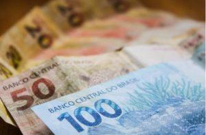 Adiantamento salarial de servidores municipais injeta mais de R$ 100 mi na economia