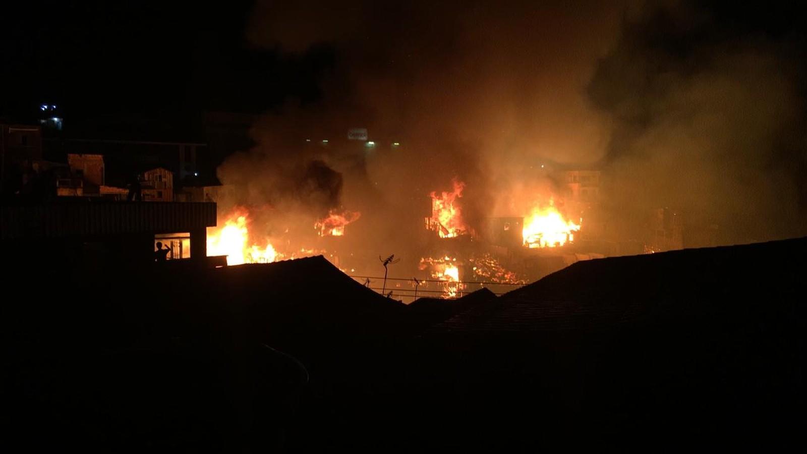 Prefeitura disponibiliza escolas para abrigar vítimas do incêndio no Educandos em Manaus