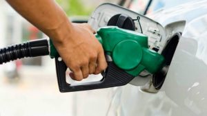 Postos reduzem em R$ 0,70 o preço da gasolina após fiscalização da Prefeitura