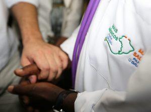 Cubanos do 'Mais Médicos' terão direito a residência no Brasil