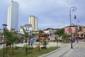 Praça Adalberto Valle passa por requalificação pela Prefeitura em Manaus