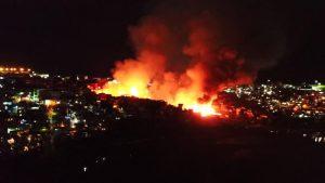 URGENTE: Incêndio de grandes proporções atinge casas no Educandos, em Manaus