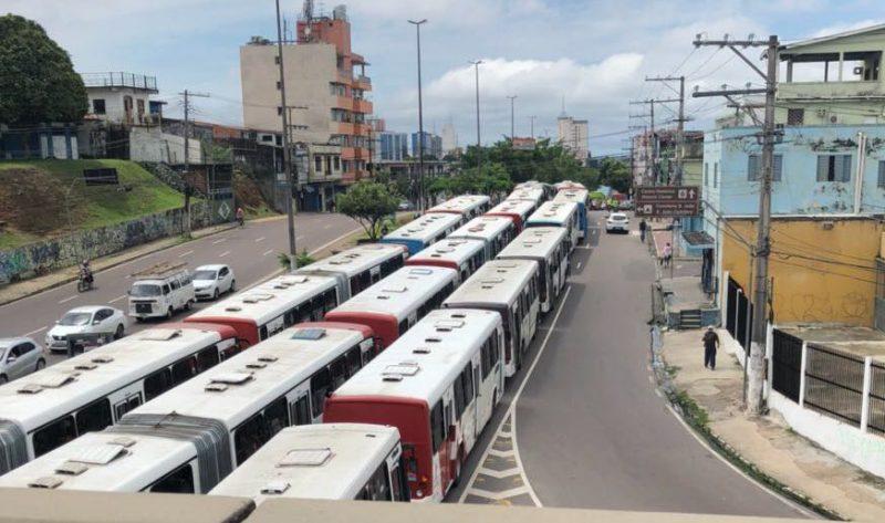 Rodoviários paralisam a circulação por falta de pagamento do 13º salário