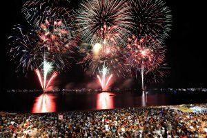 Solidariedade, fogos e grandes artistas atraem 250 mil pessoas às três festas da virada em Manaus