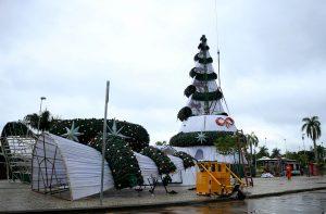 Decoração começa a ser retirada das ruas de Manaus