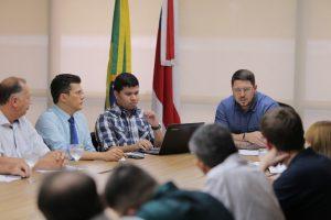 Governador em exercício, Carlos Almeida, reúne com fornecedores de medicamentos