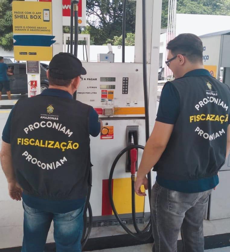 Procon autua postos de gasolina de Manaus e pede aplicação de redução da Petrobras em preços