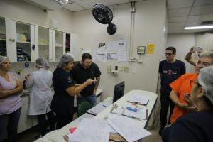 Carlos Almeida inspeciona Maternidade Ana Braga durante a madrugada