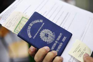 Taxa de desemprego do país diminui para 12%, diz IBGE