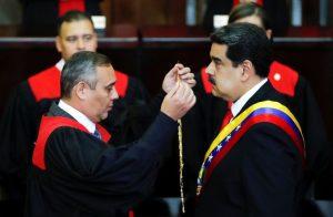 Maduro assume segundo mandato e promete combater corrupção no país