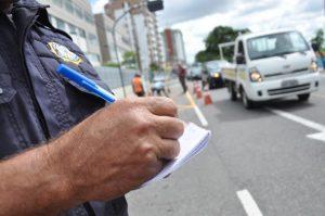 Multas de trânsito em Manaus poderão ser parceladas em até 12 vezes, diz prefeitura