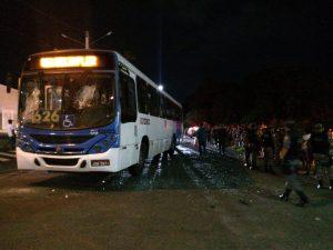Ônibus invade a contramão, atropela e mata criança de seis anos, em Manaus