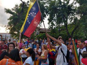Venezuelanos em Manaus comemoram presidência interina de Juan Guaidó na Venezuela