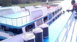 Embarcações fazem racha e quase colidem durante ultrapassagem no Rio Amazonas