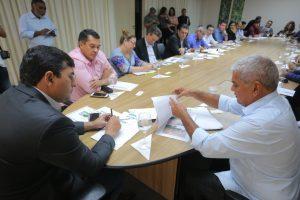 Prefeitos do interior no Amazonas cobram melhorias na saúde durante encontro com Governador