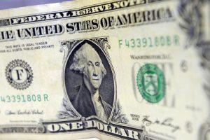 Bolsa sobe 2,27%, após governo falar em Previdência e dólar cai a R$ 3,74
