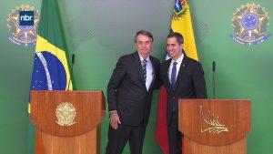 Bolsonaro diz que não poupará 'esforços' para restabelecer democracia na Venezuela