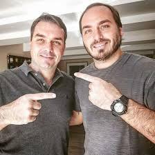 Filhos de Bolsonaro negociam migrar para novo partido: UDN
