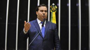 Rodrigo Maia é reeleito presidente da Câmara no 1º turno, com 334 votos
