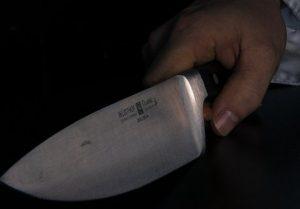 Homem é preso suspeito de tentar matar a companheira a facadas, em Manaus