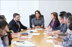 Prefeitura e governo alinham solução de moradia para vítimas do incêndio no Educandos