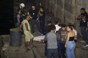 Após briga, homem é empurrado, cai em rampa e morre no Centro de Manaus