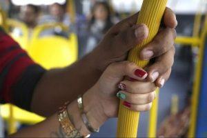Homem é preso por suspeita de importunação sexual dentro de ônibus em Manaus