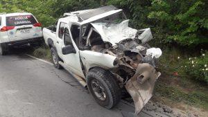 Acidente entre carro e micro-ônibus mata sargento da PM, na AM-010
