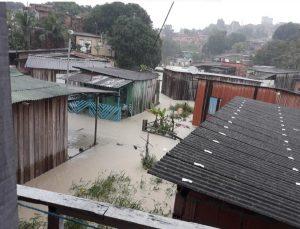 Forte chuva causa 20 ocorrências em Manaus nesta segunda-feira (25)