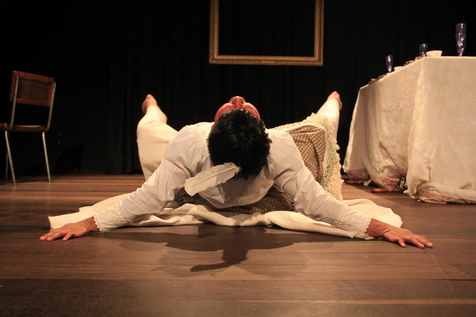 Peça 'Ambrozhya e o Phantasma da Arte' estreia no Teatro Amazonas neste sábado (30)