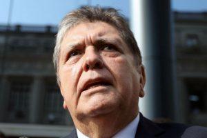 Ex-presidente do Peru se suicida após receber ordem de prisão