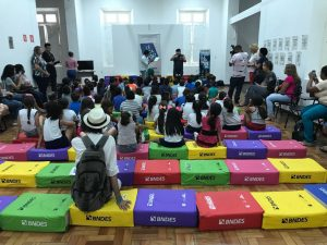 Projeto 'Lê Pra Mim?' reúne personalidades na Biblioteca Pública em Manaus